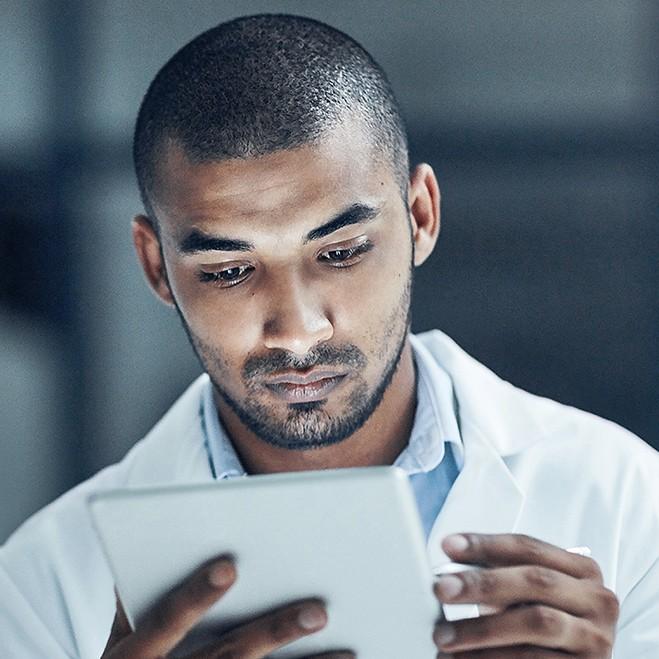 Wie wird die Entwicklung von E-Health-Standards transparent?